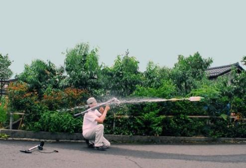 ウィィィィィィィハァァァァァーーーー!この夏最強・最悪・水撃アイテムの登場だぜ!ロケットランチャー型水鉄砲!?「RPG-7 Water Rocket」