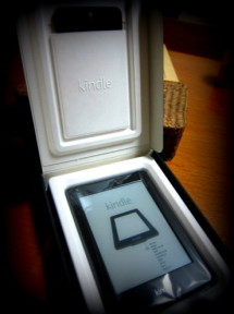 iPhoneとiPadで本読んでたけど、Kindle Paperwhiteは予想以上に素晴らしかった