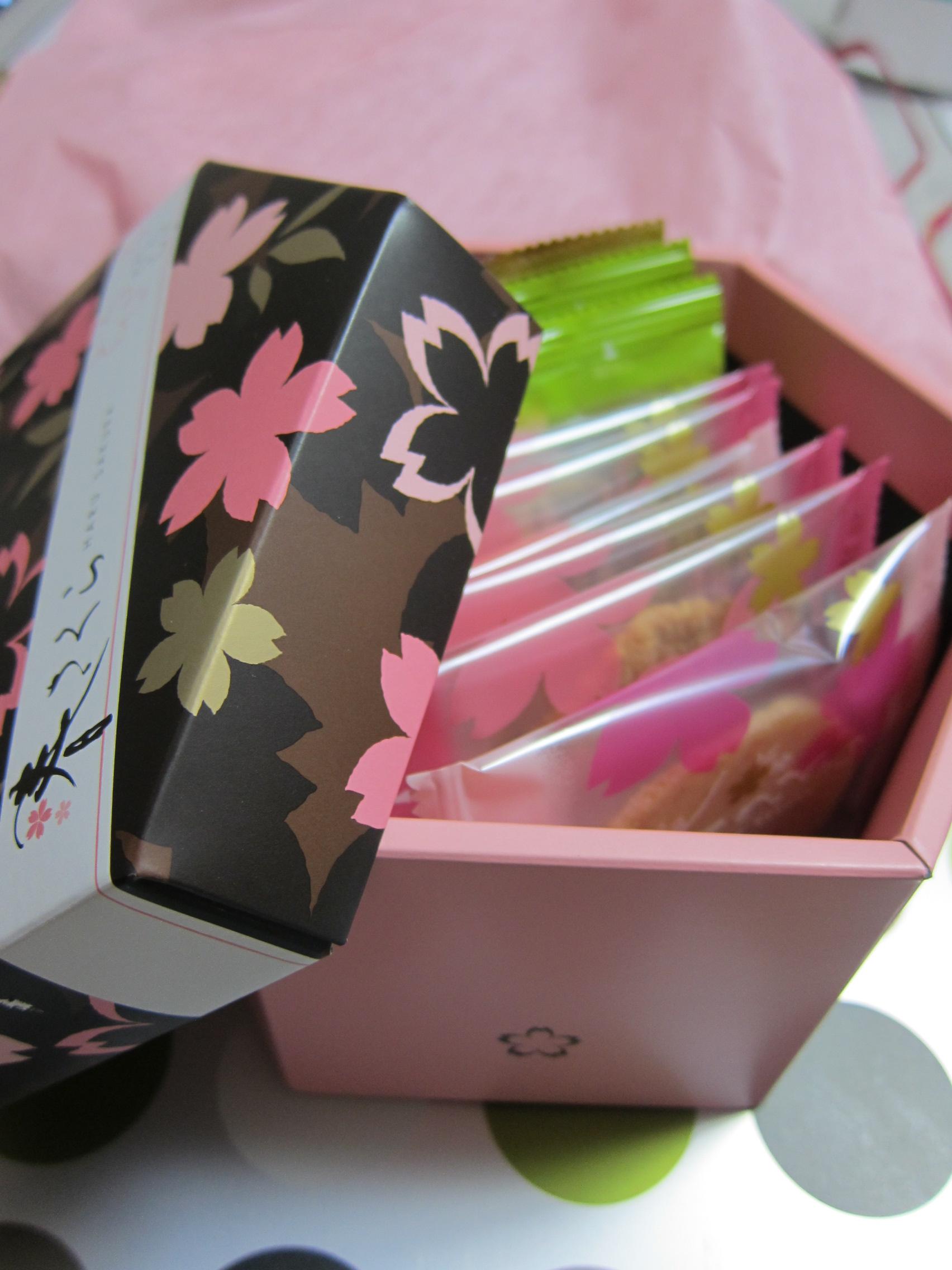 ガリっと旨い!とっても香ばしい坂角総本舗の限定煎餅「春さくら」
