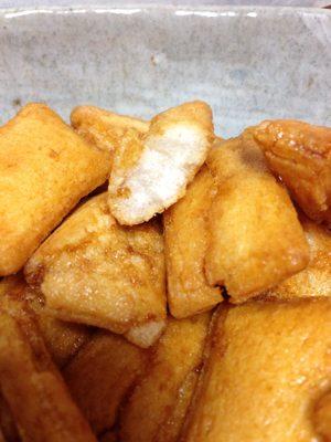 揚げ餅の素朴な味がクセになるっ!シャトレーゼから工場直送便のおせんべい登場