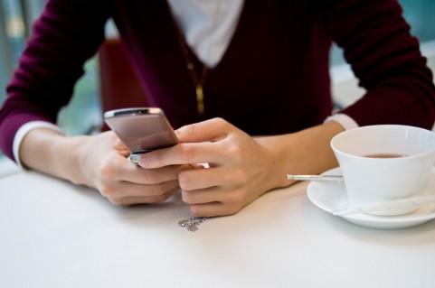 iPhoneでメール作成中に写真か動画を複数添付する方法。返信も!