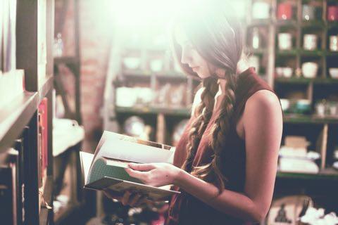 なぜ先輩方は読書を勧めるのか?それは時間をつくることができるからです。